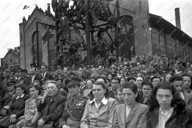 Belpolitika - MÁVAG dolgozói az ÁVH-val közös ünnepségen