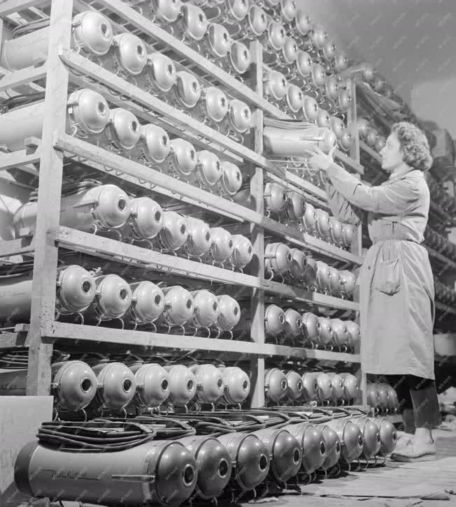 Elektronikai ipar - Porszívók a Bajai Villamossági Gyárból