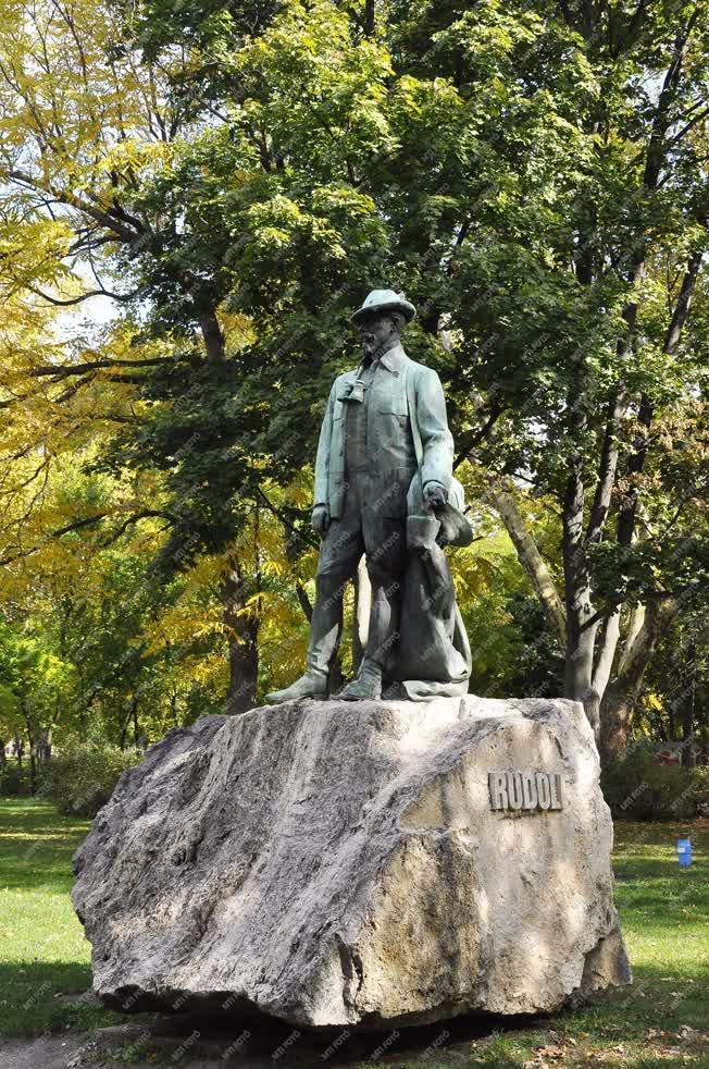 Köztéri szobor - Budapest - Rudolf trónörökös szobra a Városligetben