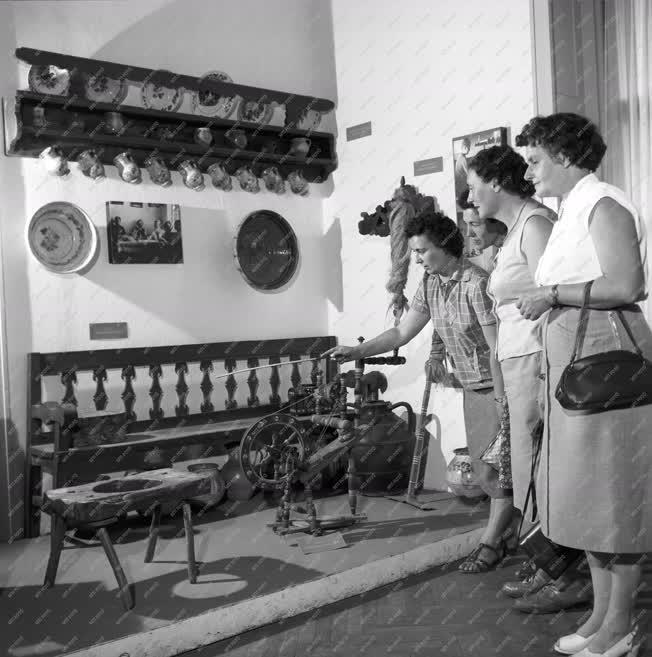 Kultúra - Folklór - Gyöngyösvidéki szobarészlet