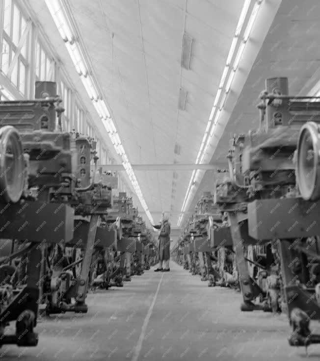 Ipar - Automata szövőgépek a Szombathelyi Pamutiparban