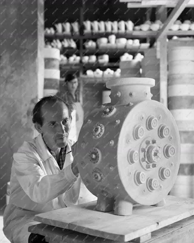 Ipar - Könnyűipar - Hollóházi porcelángyár