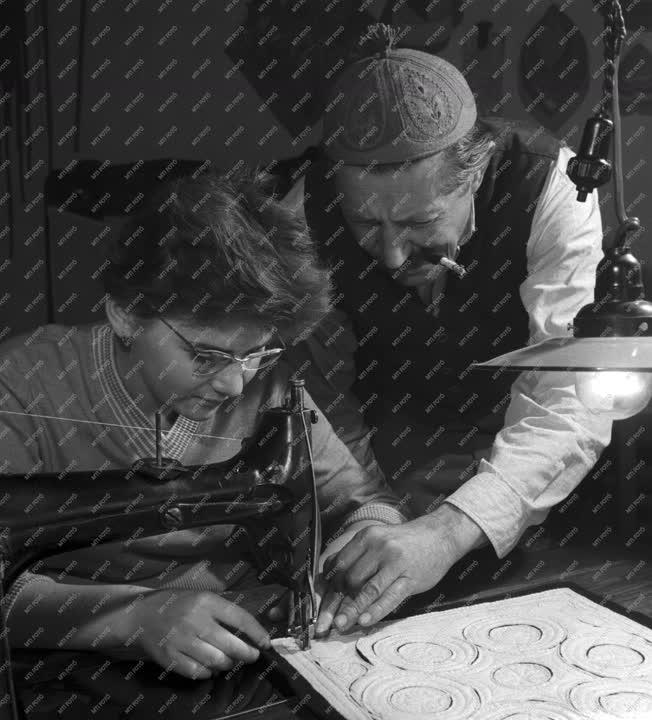Népművészet - Népművészek Háziipari Szövetkezete