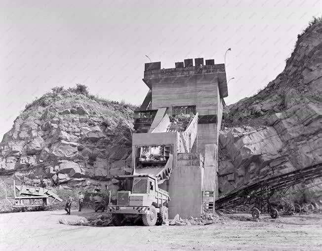 Ipar - Bányászat - Folyószabályozás - Dunabogdányi kőbán