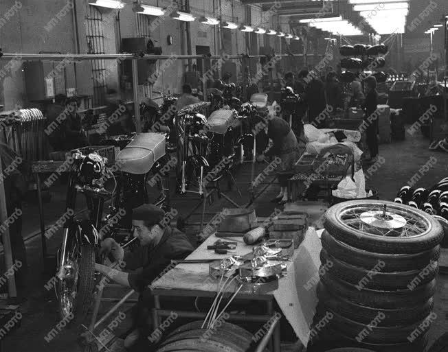 A szerző válogatása - Motorkerékpárok Csepelről