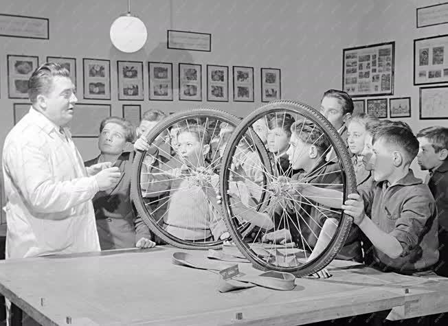 Oktatás - Politechnika óra a mezőtúri iskolában