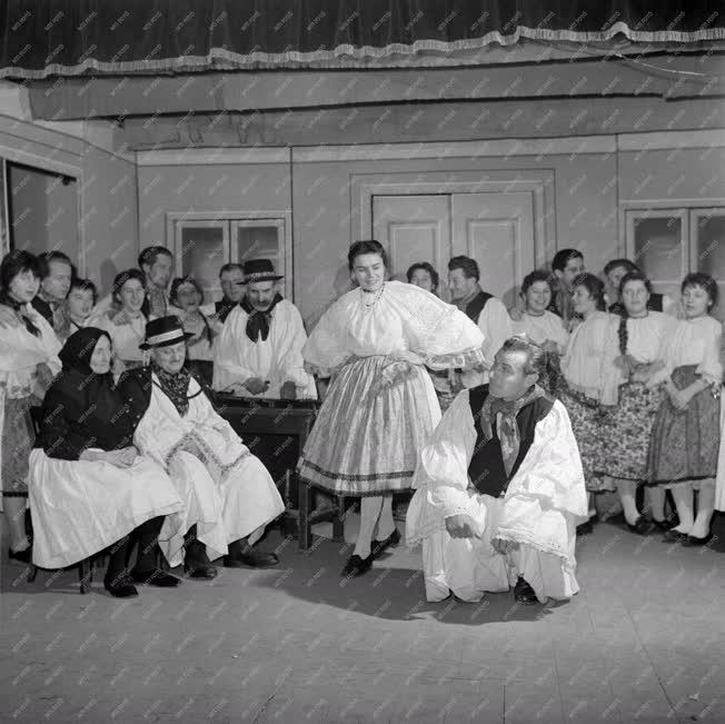Kultúra - Folklór - A vajszlói művészegyüttes próbája