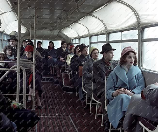 Jármű - Az új típusú Ikarus autóbusz próbaútja Budapesten