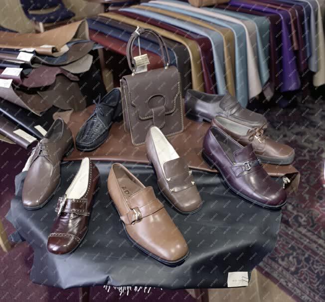 Ipar - Bőr- és Cipőipari Egyesülés