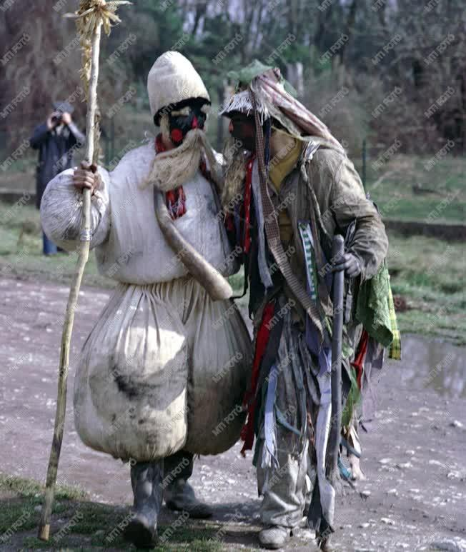 Farsangi népszokás a Fejér megyei Mohán a