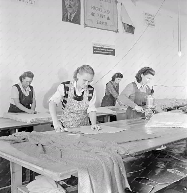 Ipar - Textilipar - A Pesterzsébeti Kötöttárugyár