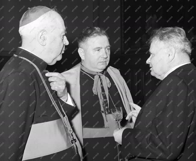 Kitüntetés - Brezanóczy Pál egri apostoli kormányzó kitüntetése
