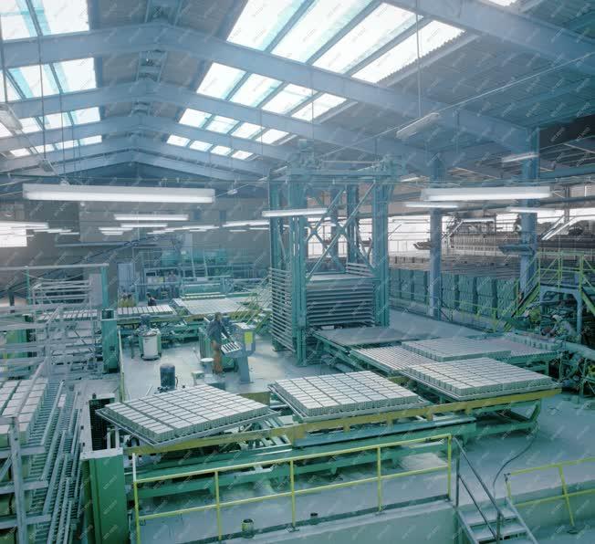 Ipar - Az ország legnagyobb téglagyára
