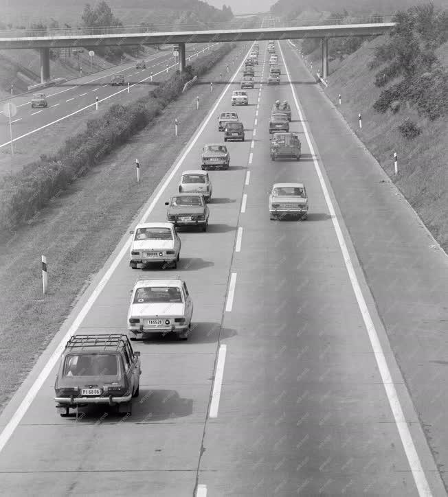 Közlekedés - Csúcsforgalom az M7-esen
