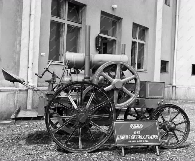 Mezőgazdaság - Kiállítás - Hofherr MEZ-15 nyersolajtraktor