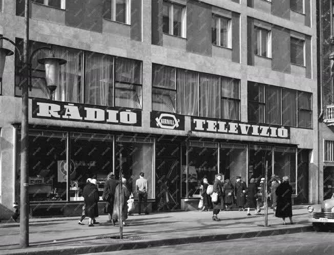 Kereskedelem - Rádió és televízió mintabolt a nyílt a Lenin körúton