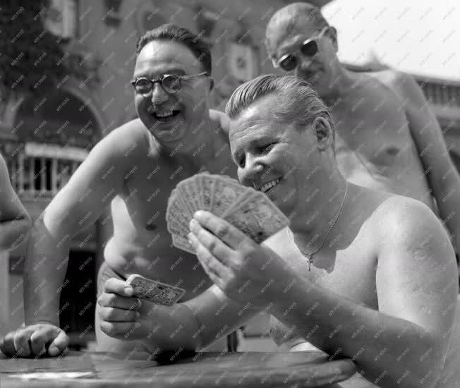 Szórakozás - Kártyázás a Széchenyi fürdőben