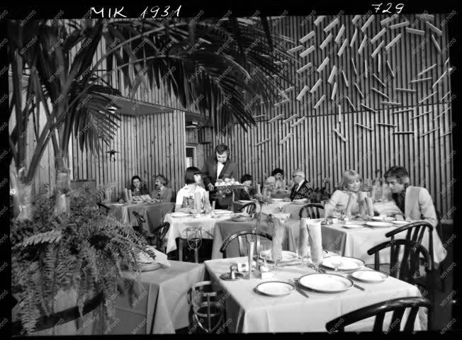 Kereskedelem - Életkép - Sport Szálló, étterem