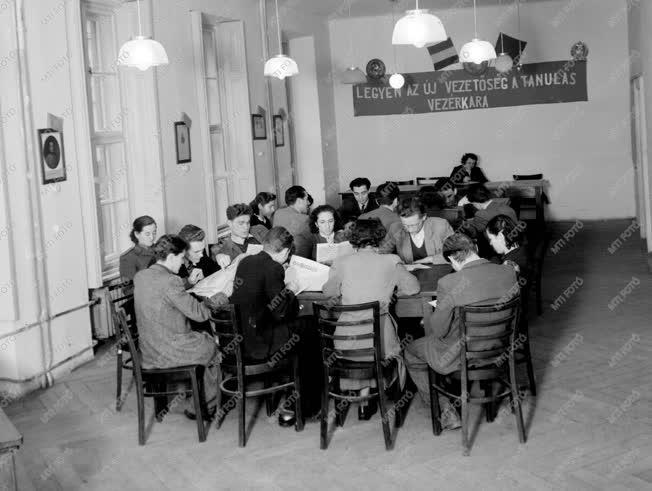 Oktatás - Nyelvtanítás az Egyetemi Orosz Intézetben
