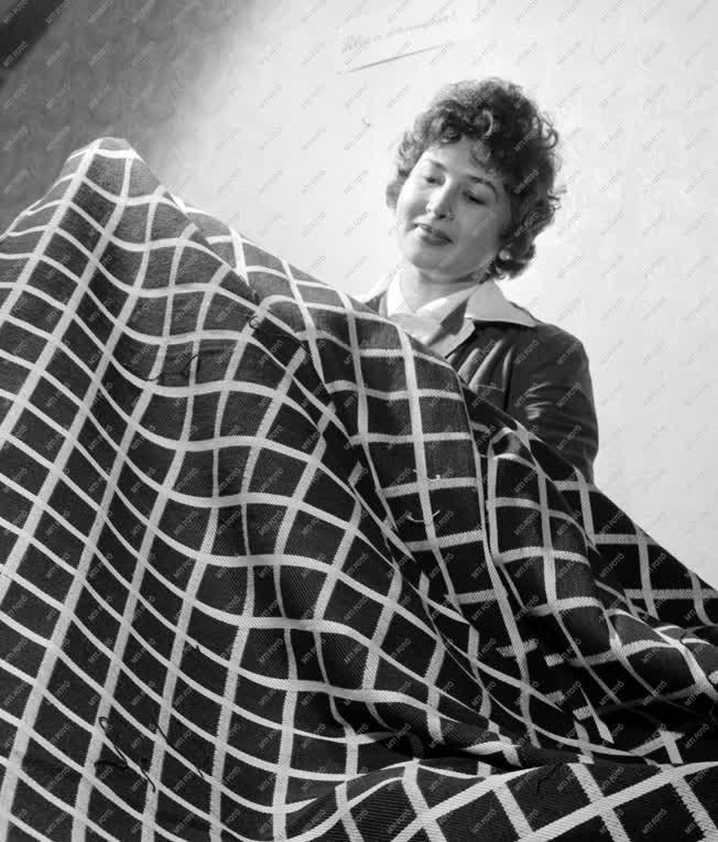 Ipar - Textiliparművészeti Kisipari Termelőszövetkezet