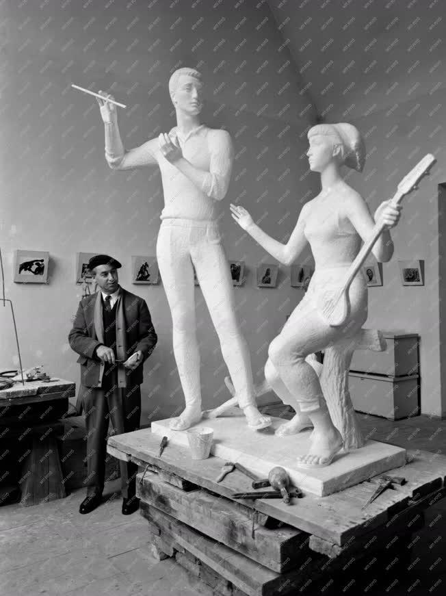 Kultúra - Búza Barna szobrászművész