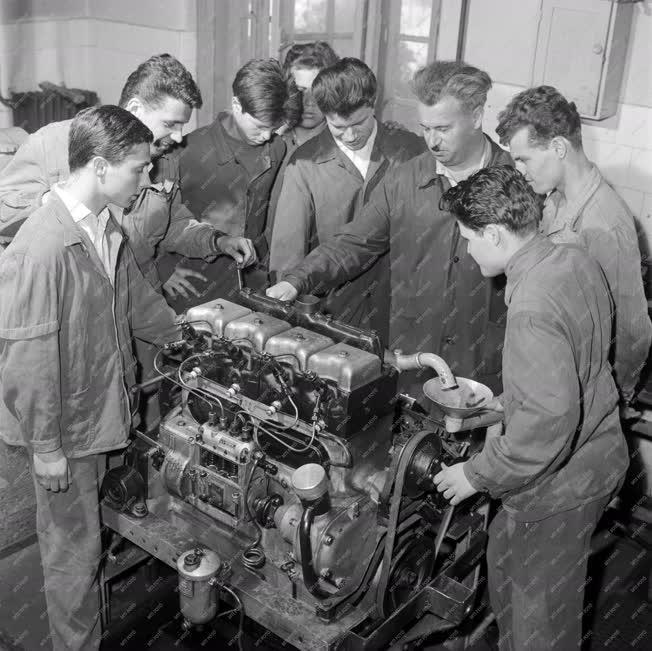 Oktatás - Landler Jenő Híradásipari és Közlekedésgépés