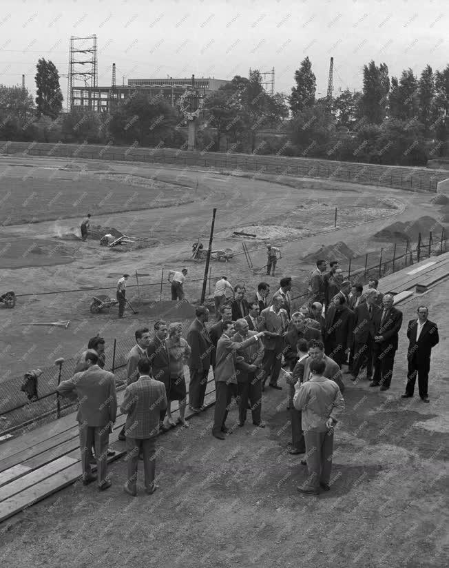 Építőipar - Átadás előtt az Építők újjáépített stadionja