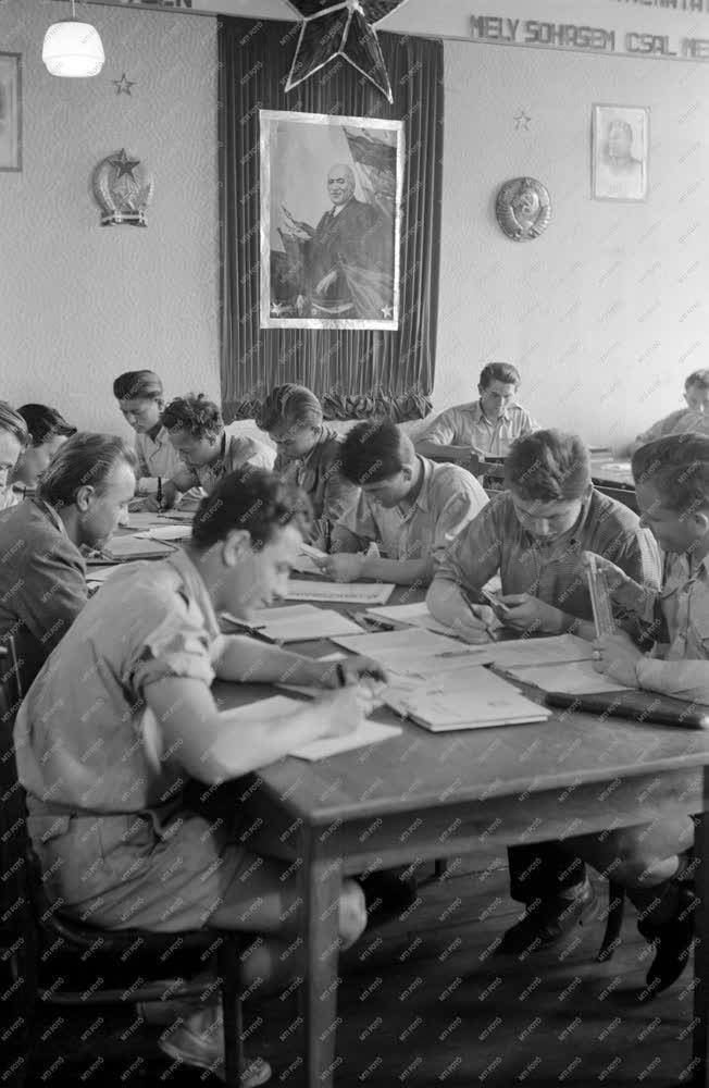 Oktatás - Kollégisták