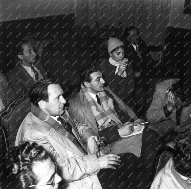 Belpolitika - '56-os forradalom - Színházak forradalmi bizottsága