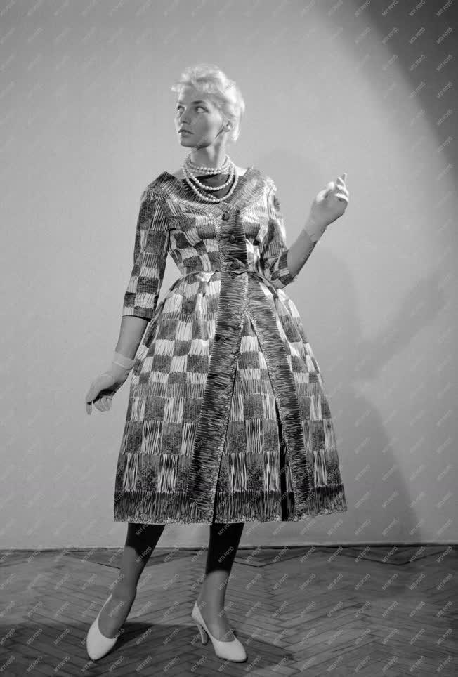 Divat - A IX. nemzetközi divatkongresszus divatbemutatója