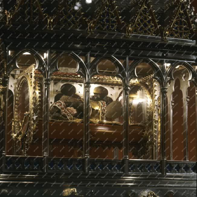 Uralkodóház - Szent István ereklyéje