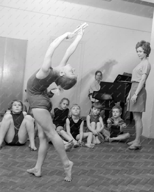 Sport - Gyermekek modern gimnasztikája