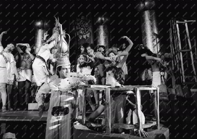 Kultúra - Színház - Szentendrei Teátrum - A szüzesség acél-tüköre