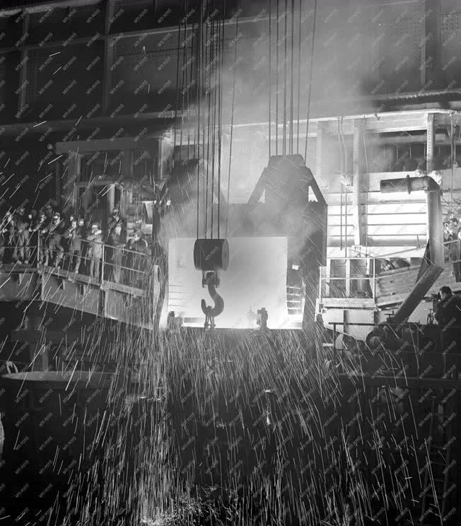 Ipar - Új Martin-kemencék az Ózdi Kohászati Üzemekben