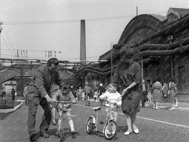 Ünnep - Ipar - Gyermeknap a Csepel Vas- és Fémművekben