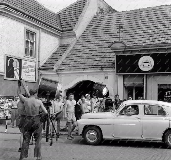 Filmforgatás - Kertes házak utcája