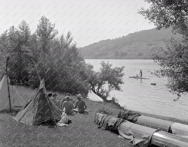 Nyaralás - Camping a Dunánál