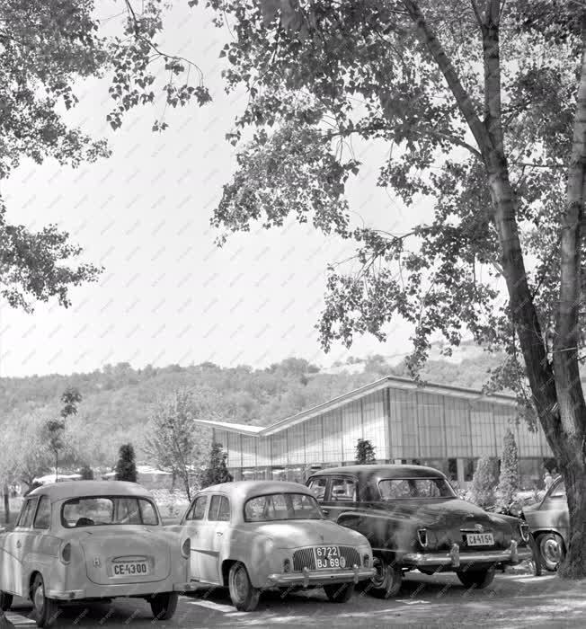 Parkolás - A tihanyi Motel parkolója