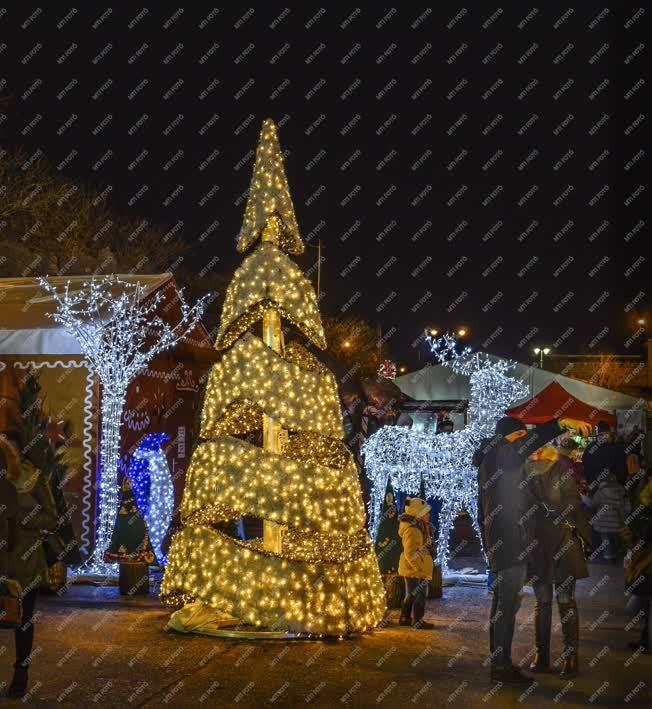 Ünnep - Budapest - Winter Magic az Ötvenhatosok terén
