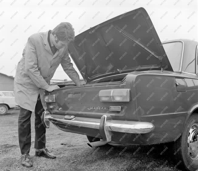 Járműipar - Bemutatták a Zsigulit a MERKUR csepeli telepén