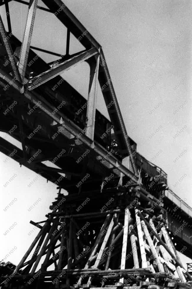 Közlekedés - Javítják a déli vasúti hídat