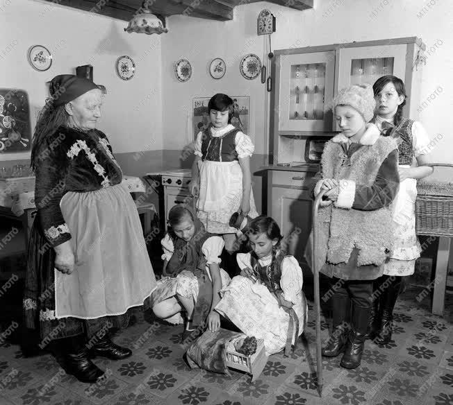 Karácsonyi népszokás Vitnyéden 1977-ben
