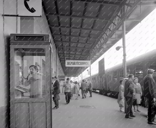 Életkép - Közlekedés - Déli pályaudvar