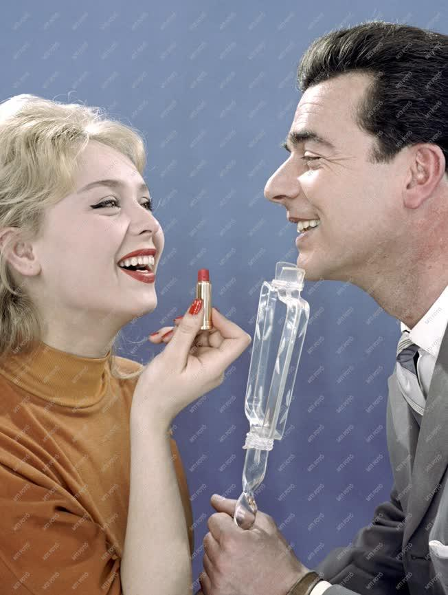 Reklám - Az Illatszer és Kozmetikai Vállalat terméke