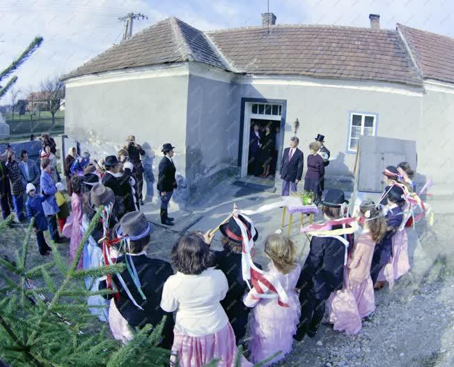 Folklór - Hagyomány - Farsangi vidám esküvő Katafán