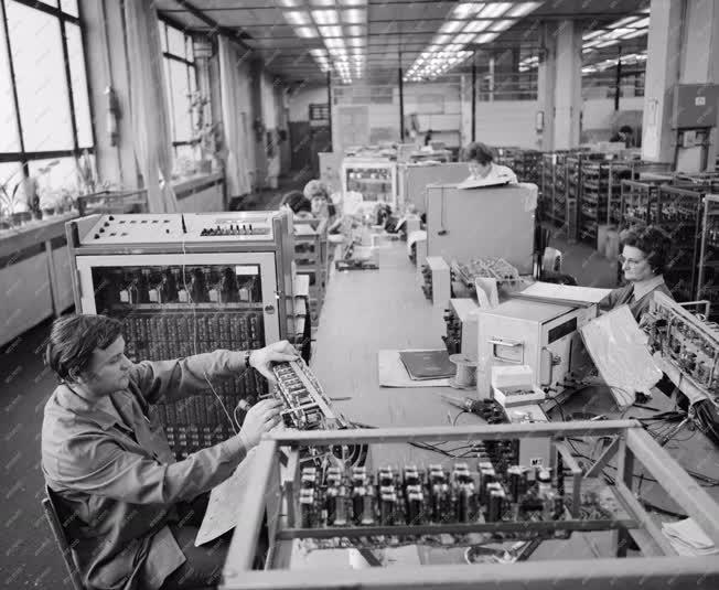 Ipar - Telefonközpont gyártás a BHG-ban