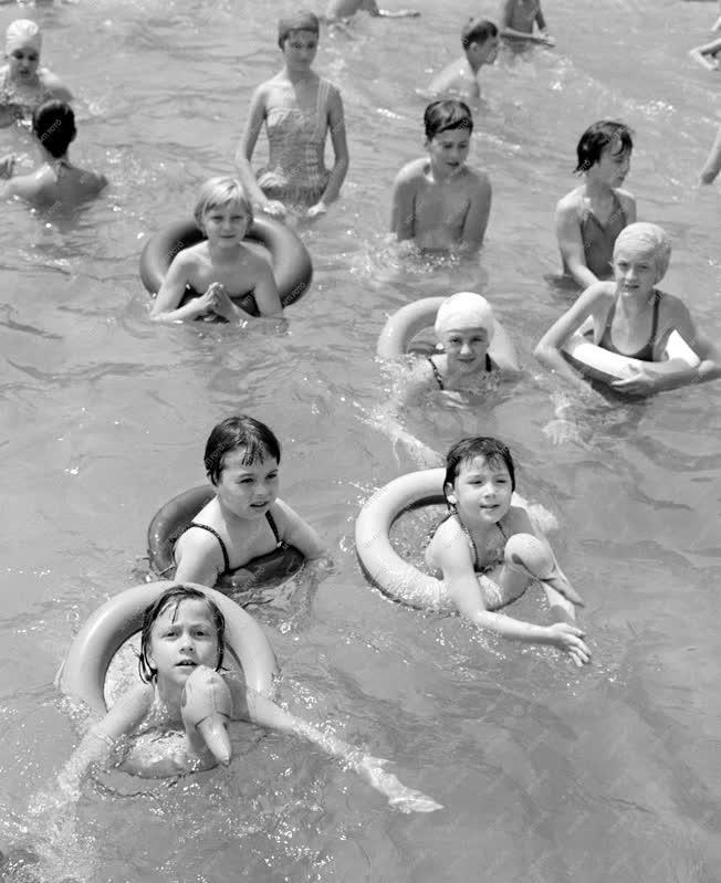 Oktatás - Gyerek úszásoktatás