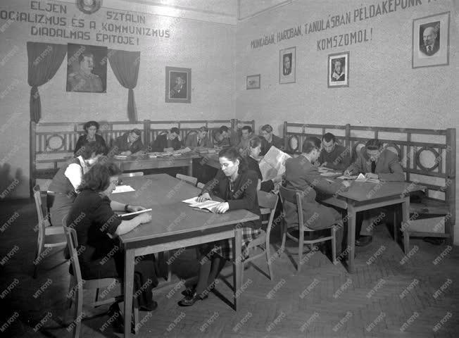 Oktatás - Egyetemi Orosz Intézet