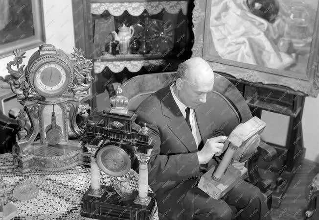 Hobbi - Domonkos Imre festőművész, antikóra-gyűjtő