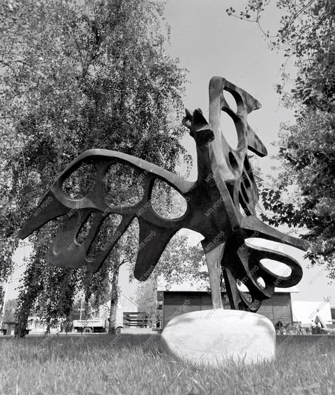 Kultúra - Ércmadár szobor a Vadászati Világkiállításon
